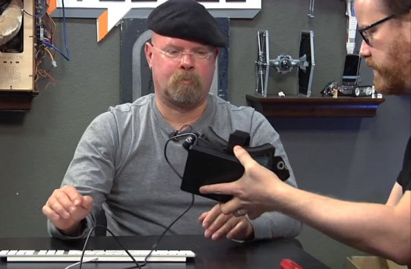 Jamie Hyneman of the MythBusters Tries on the Oculus Rift