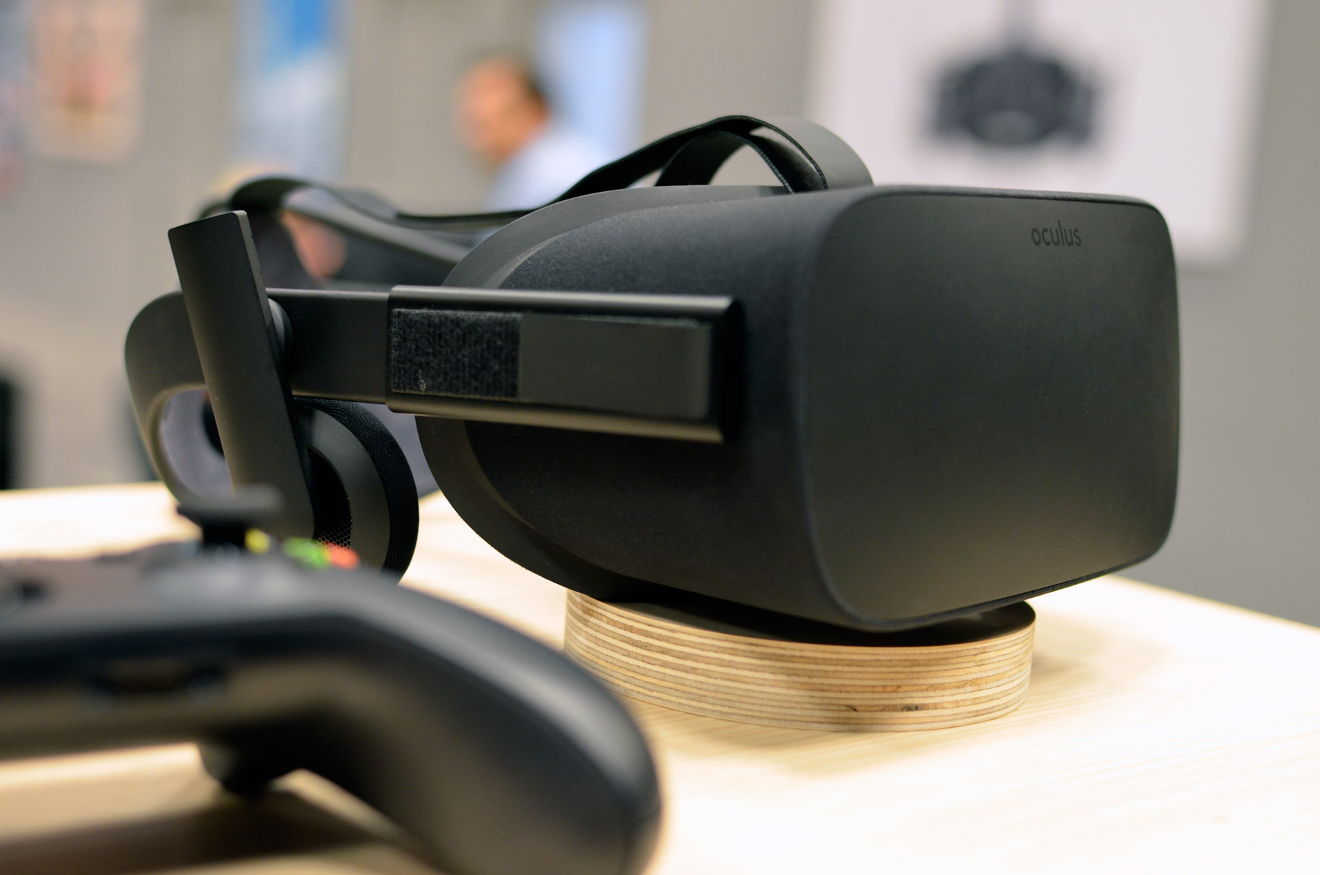 CES 2016: Here's What's Inside the Oculus Rift Box