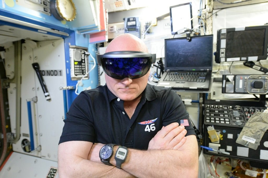 After launch failure microsoft hololens now in use on iss for Virtual suit builder