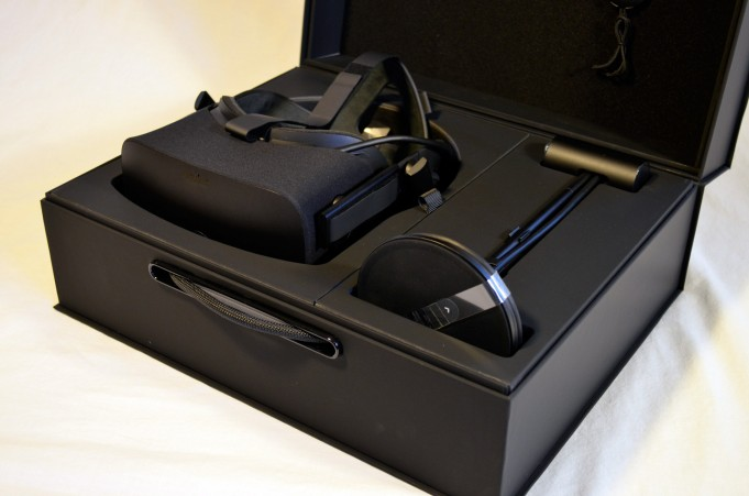 Oculus Rift Components Cost Around $200, New Teardown Suggests