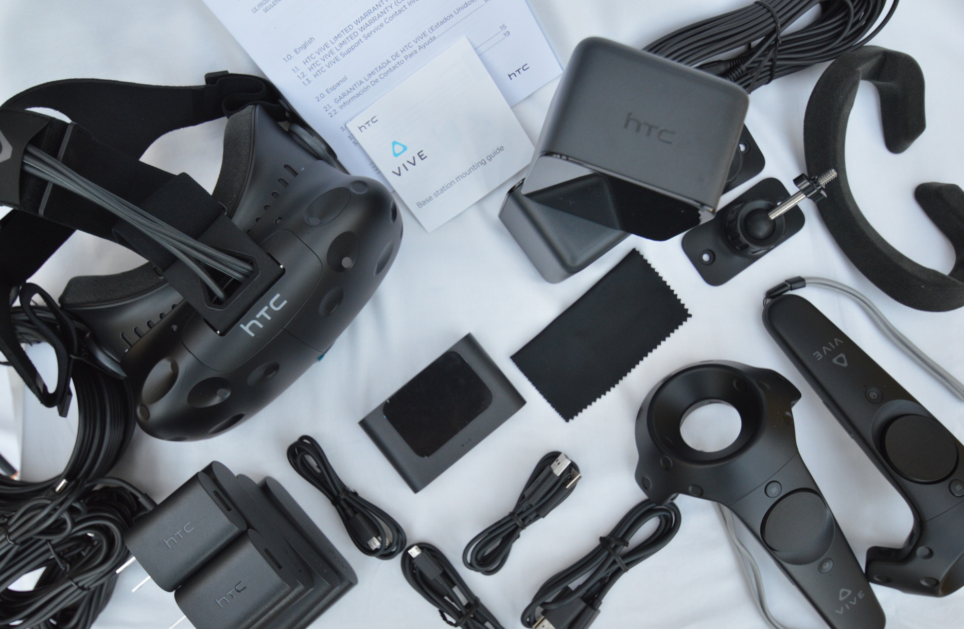 HTC Vive Consumer Edition Has Landed, We Unbox Room-scale VR – Road