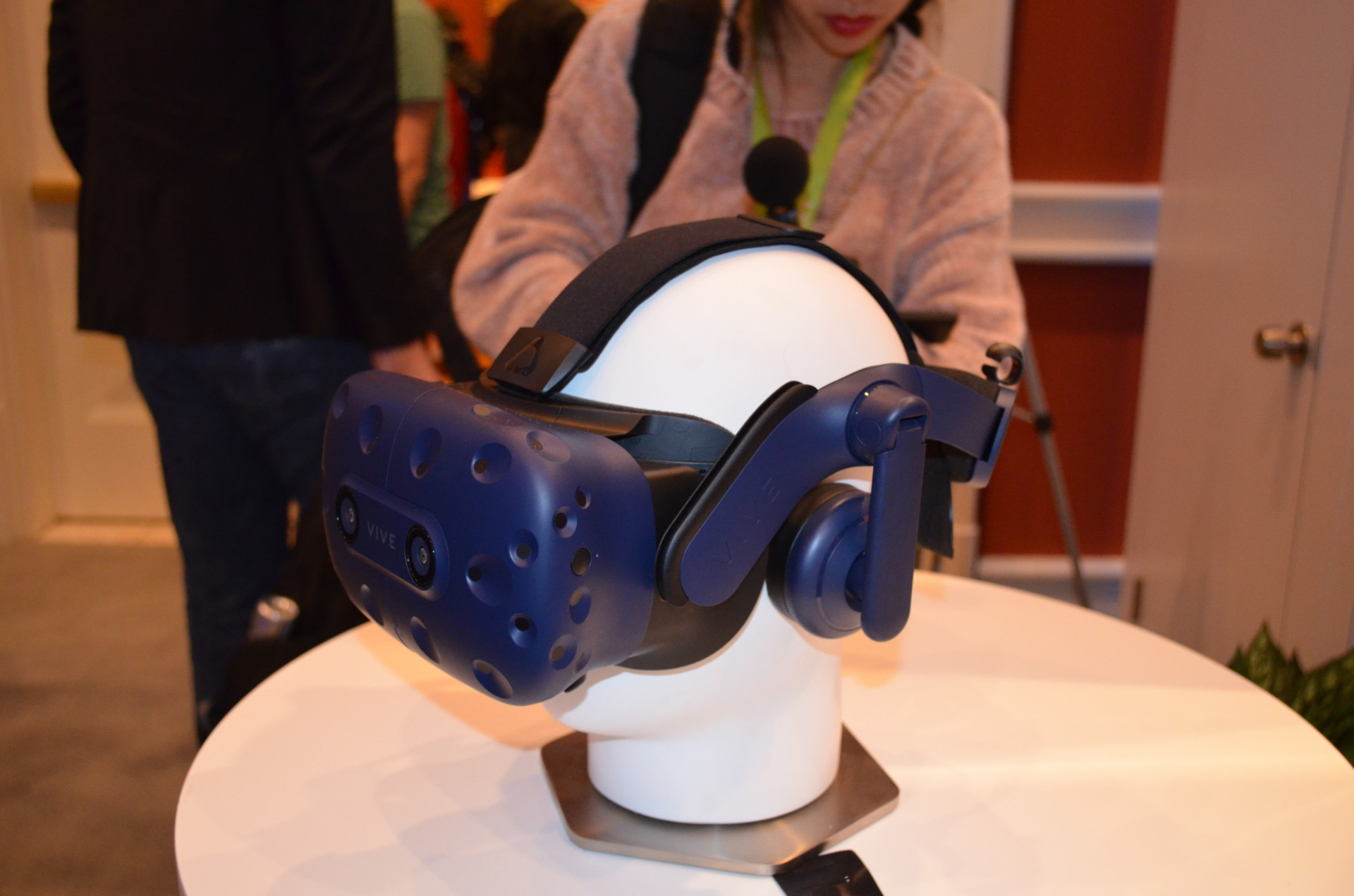 CES 2018: First Look: HTC Vive Pro - The New Vive on the Block