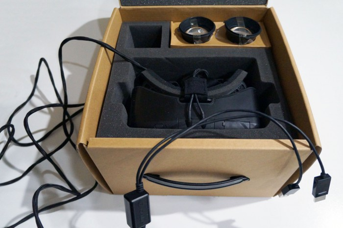 """Oculus Rift DK2 Unboxing, """"The color, contrast, and motion ..."""